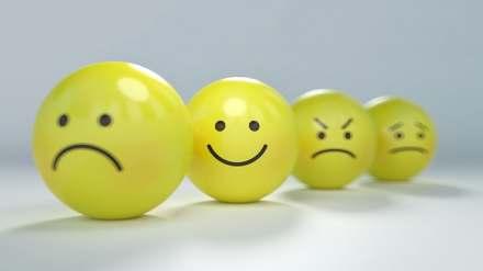 Míčky v podobě emotikonů